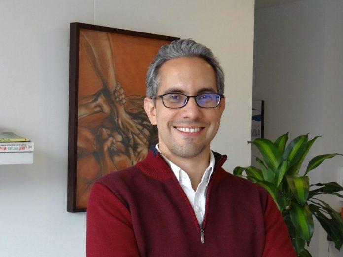 Mario Valencia, Columnista